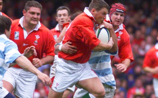 Emotionally charged from the opening ceremony, Scott Gibbs burst through the Argentine opposition in Wales's opening Rugby World Cup 1999 encounter
