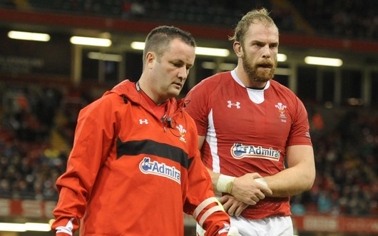 Alun Wyn Jones (right)