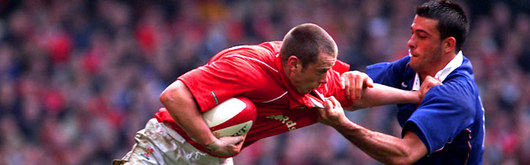Kevin Morgan evades the clutches of the French defence to score the third Welsh try