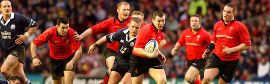 Iestyn Harris leads a Wales charge into Scotland territory