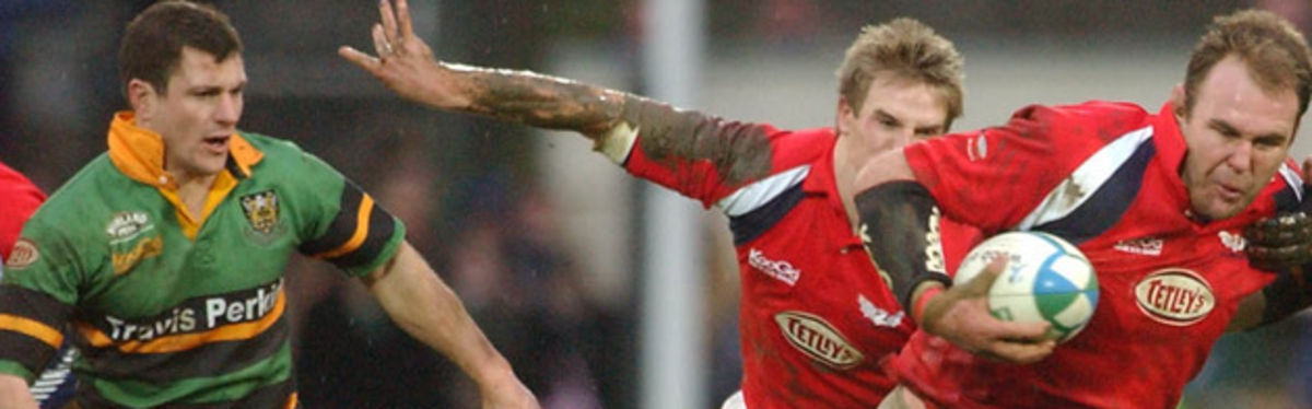 Paul Grayson chases a rampant Scott Quinnell for Northampton Saints in the Llanelli Scarlets' round six victory at Stradey Park in this season's Heineken Cup