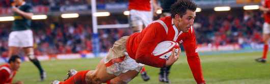 Gavin Henson scores a burst through try against South Africa during the Lloyds TSB Autumn Series