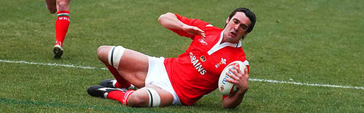 Jonathan Thomas grounds his very first Wales try in Rome