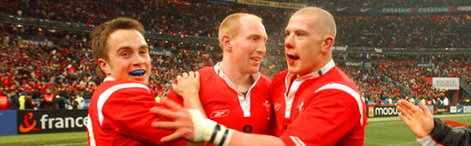 Rhys Williams celebrates victory in Paris along with Tom Shanklin and John Yapp