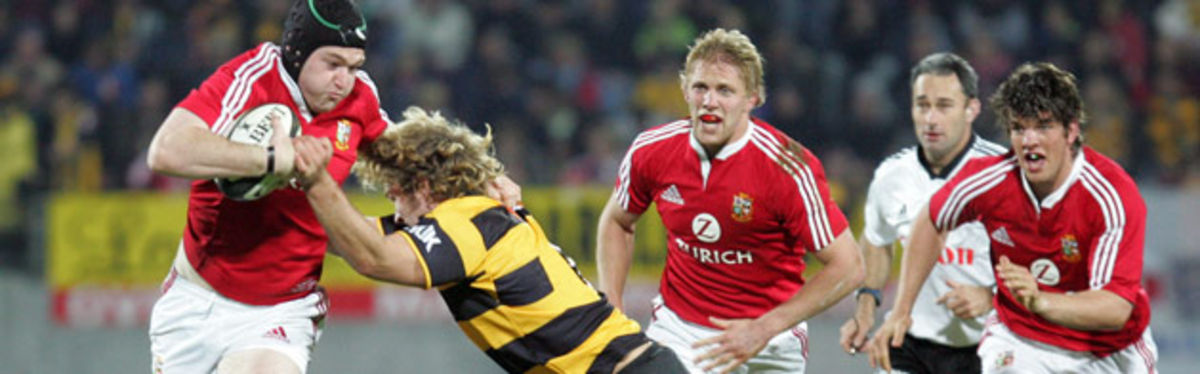 Michael Owen breaks away from Taranaki flanked by Lewis Moody and Donncha O'Callaghan