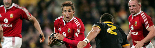 In spite of some 'fantastic' displays at centre, Gavin Henson will not start the first Test against the All Blacks, but will start against Southland in the midweek match