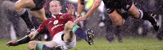 Gareth Thomas attempts to beat New Zealand to the ball amidst the slush