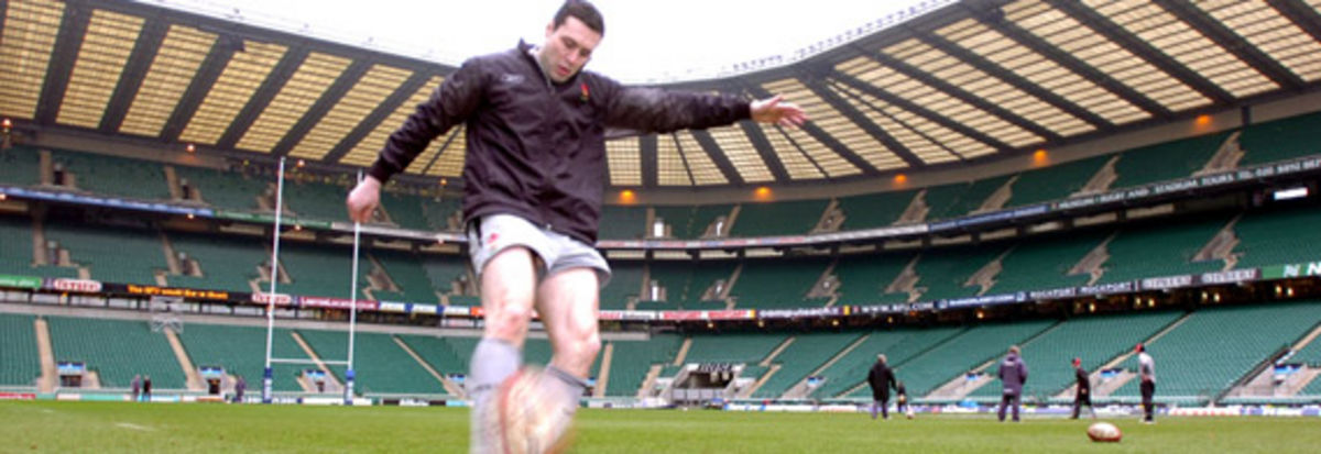 Stephen Jones prepares at Twickenham