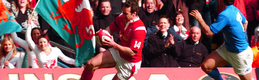 Mark Jones scores Wales's opening try against Italy