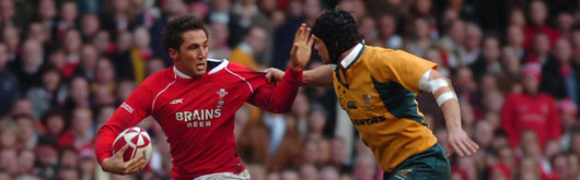 Gavin Henson gets to grips with Australia's Stephen Larkham in 2006