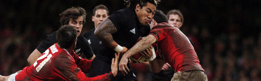 Ma'a Nonu batters through the Welsh resistance of James Hook and Stephen Jones