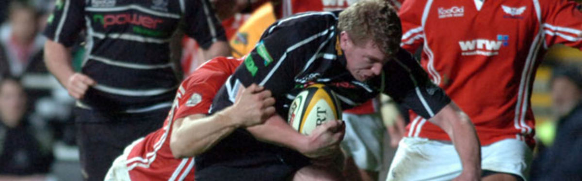 Lyndon Bateman in try-scoring action for the Ospreys