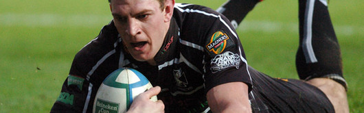 A Nikki Walker try helped the Ospreys claw back and take a strangehold on the game