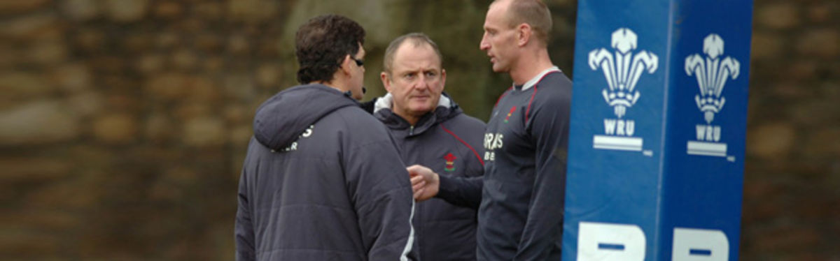 Gareth Thomas in training yesterday with Gareth Jenkins and Alan Phillips