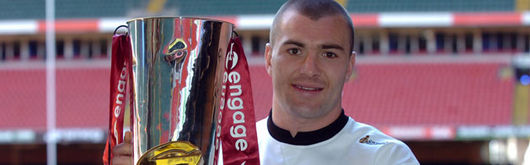 Bradford Bulls star, and former Wales rugby union international, Iestyn Harris with the Super League trophy.