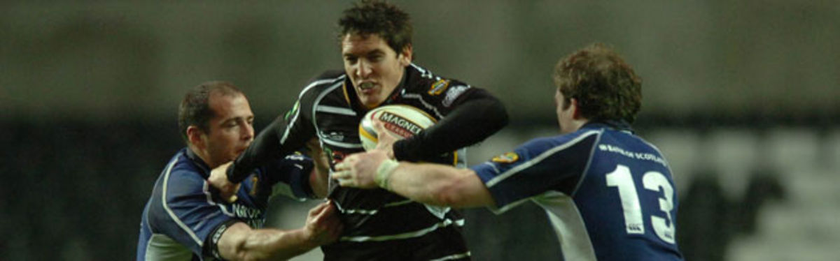James Hook's three second half penalties steered the Ospreys to victory over Magners League leaders Leinster