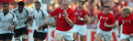 Martyn Williams races in for his try against Fiji in what was to be his last appearance in a Welsh jersey