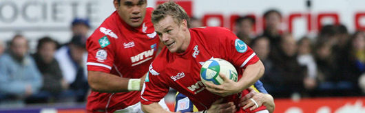 Elvis Vermeulen tackles Scarlets' Dwayne Peel in November's Heineken Cup clash
