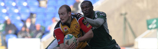 Richard Fussell takes on London Irish's Peter Hewat and Topsy Ojo