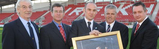 Tony Gray, Roger Lewis, Philippe Bourdarias (IRB Tournament Director), Warren Gatland and Anthony Fairclough (Racecourse CEO) during a presentation of a painting from IRB to the venue