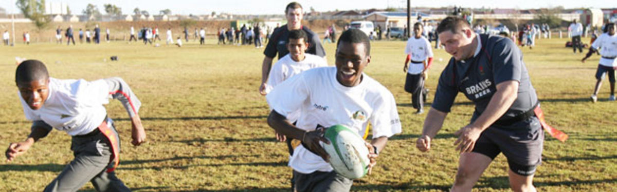 Rhys Thomas and Tom James during the masterclass with children from the Heidedal township in Bloemfontein