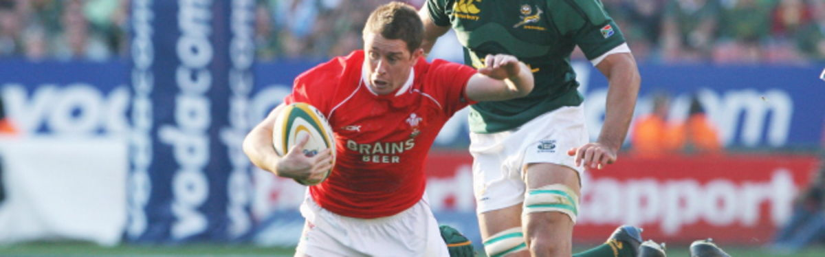 Wing wizard Shane Williams takes on South Africa's Andries Bekker during the second Test in Pretoria