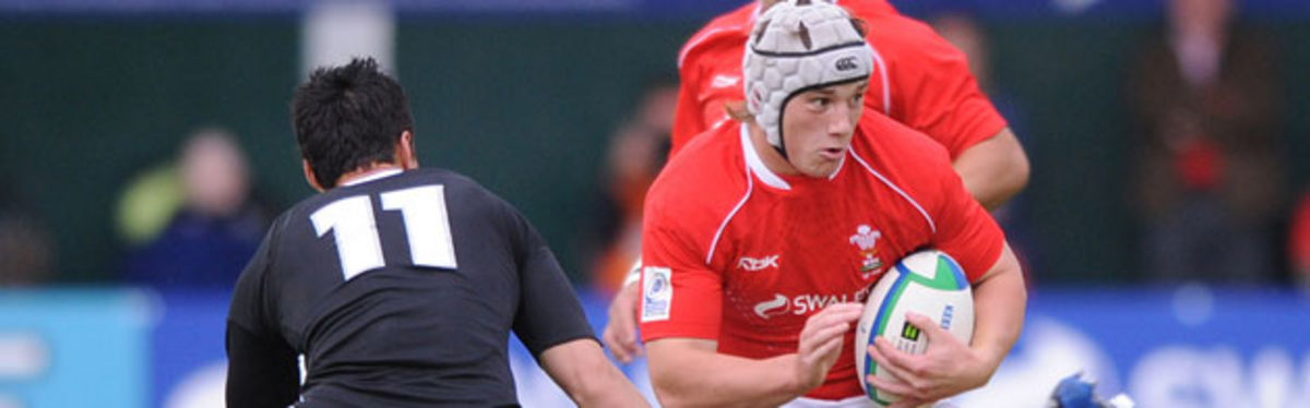 Wales centre Jonathan Davies evades New Zealand wing Sean Maitland in the semi-final defeat