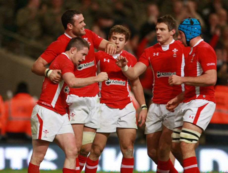 Shane Williams and Wales team-mates
