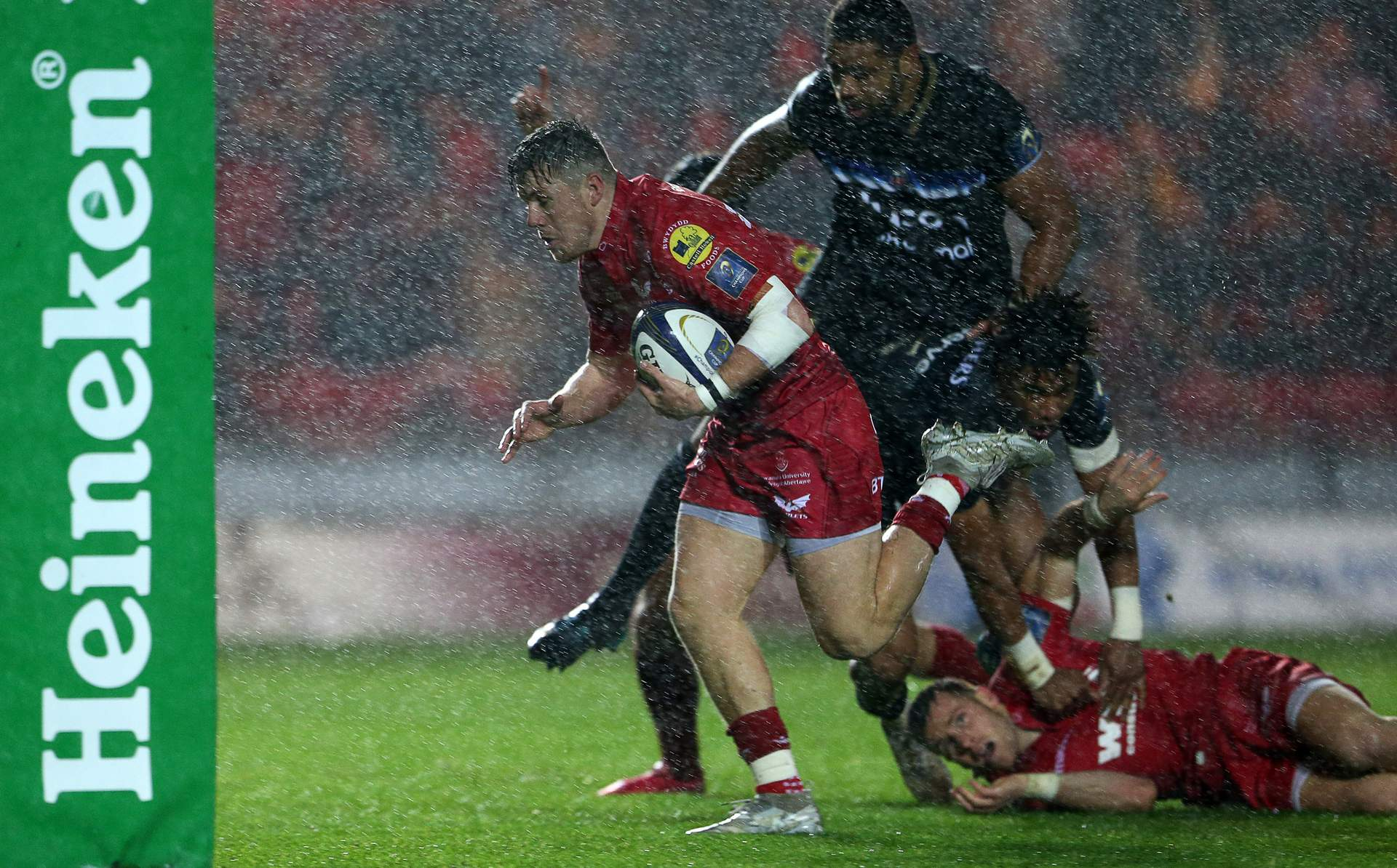 REPORT: Priestland puts boot into old team mates