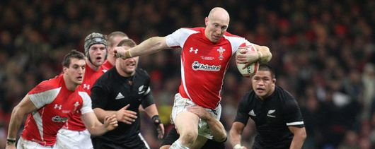 Tom Shanklin on the charge