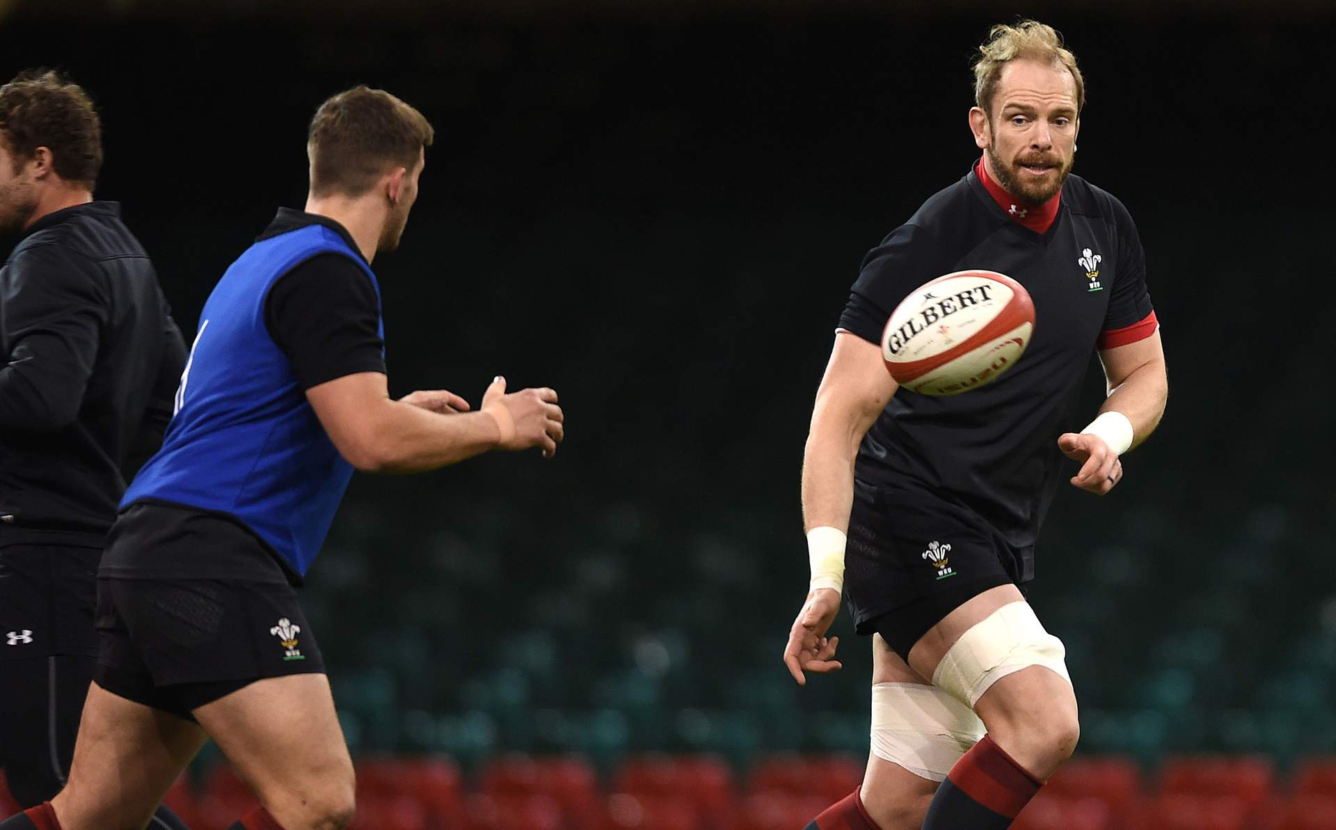 PREVIEW: Jones signs on and targets France victory